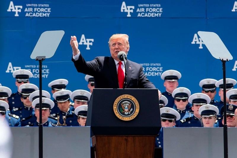 Ảnh: Ông Trump dự lễ tốt nghiệp West Point - ảnh 6