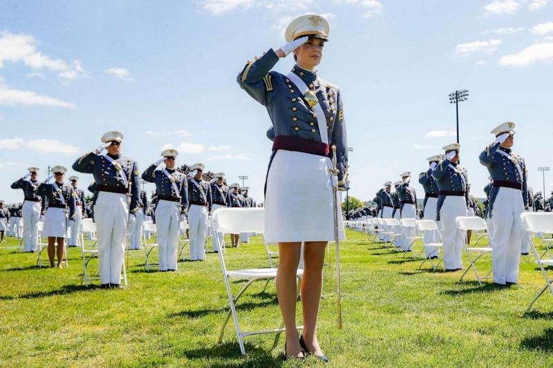 Ảnh: Ông Trump dự lễ tốt nghiệp West Point - ảnh 3
