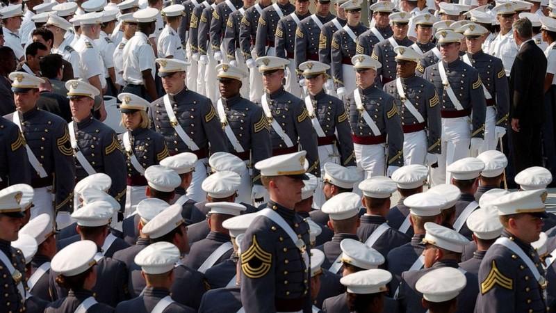 Ảnh: Ông Trump dự lễ tốt nghiệp West Point - ảnh 4