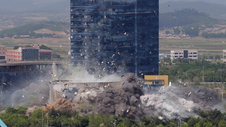Triều Tiên công bố ảnh cho nổ văn phòng liên lạc liên Triều - ảnh 2