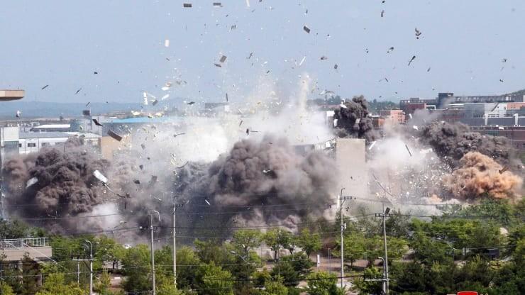 Triều Tiên công bố ảnh cho nổ văn phòng liên lạc liên Triều - ảnh 3
