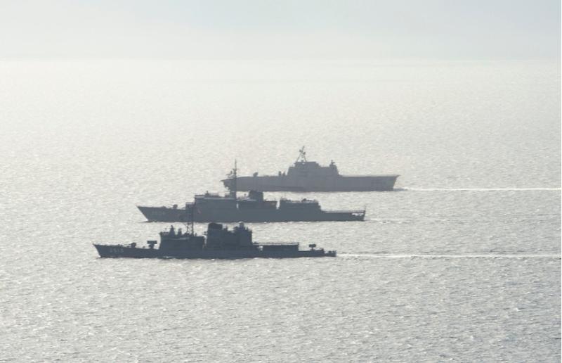 Tàu chiến Mỹ, Nhật tập trận ở Biển Đông - ảnh 1