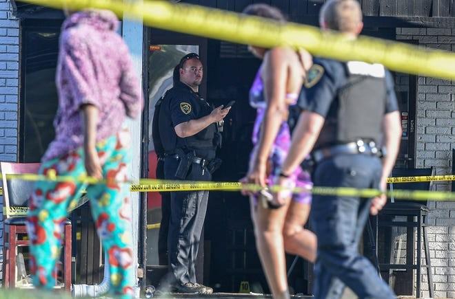 Đi bar ăn mừng ngày Quốc khánh, 10 người bị bắn - ảnh 1