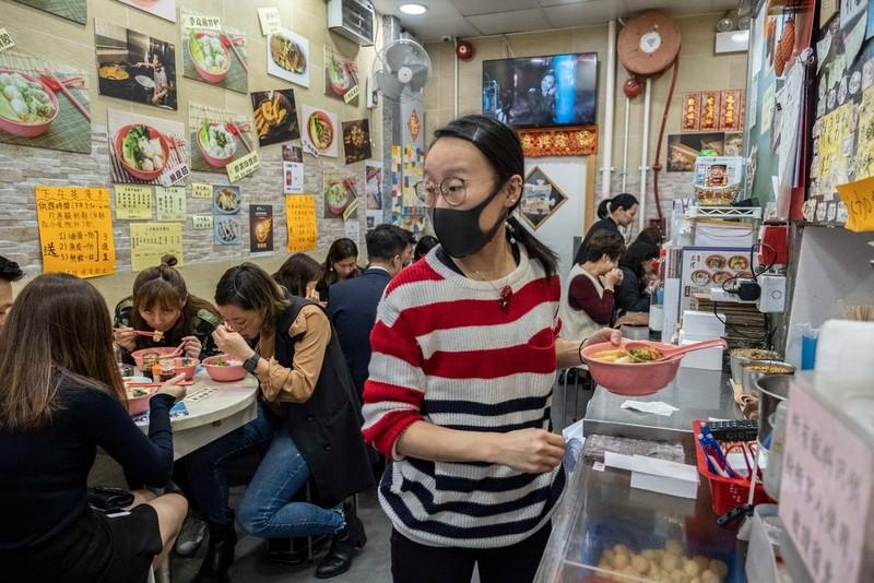 Hong Kong: Các 'cửa hàng màu vàng' tìm cách né luật an ninh - ảnh 3