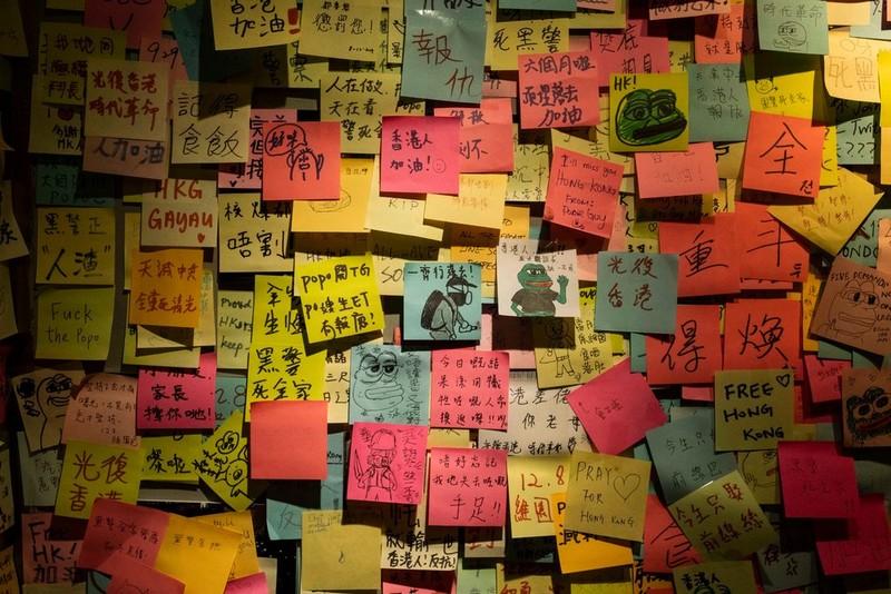 Hong Kong: Các 'cửa hàng màu vàng' tìm cách né luật an ninh - ảnh 2