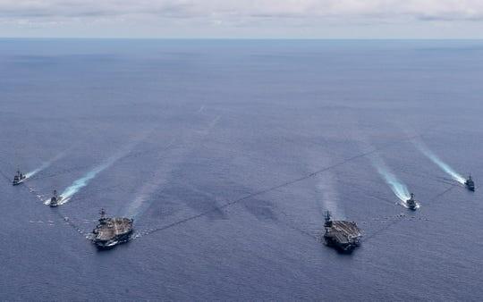Hai tàu sân bay Mỹ tập trận 'từng giờ' ở Biển Đông - ảnh 1