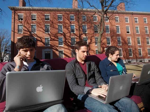 Tòa sắp phán quyết vụ Harvard, MIT kiện chuyện trục xuất DHS - ảnh 1