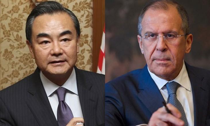 Bộ trưởng Ngoại giao Trung Quốc - Nga điện đàm bàn đối phó Mỹ - ảnh 1