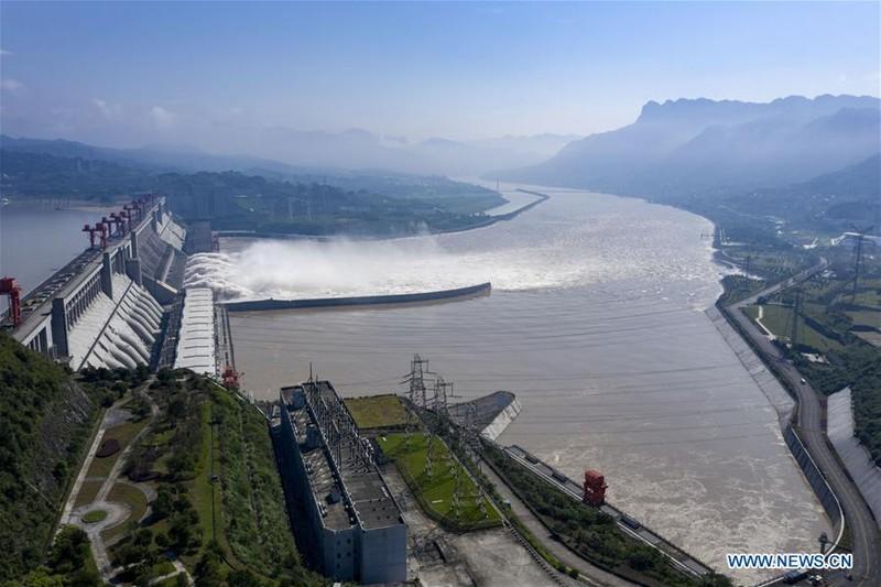 Trung Quốc công bố ảnh mới chụp đập Tam Hiệp từ trên không - ảnh 1