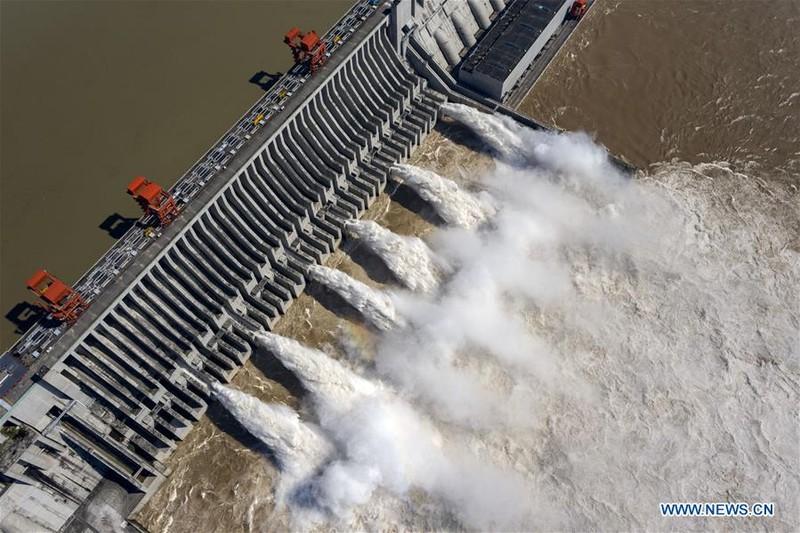 Trung Quốc công bố ảnh mới chụp đập Tam Hiệp từ trên không - ảnh 2