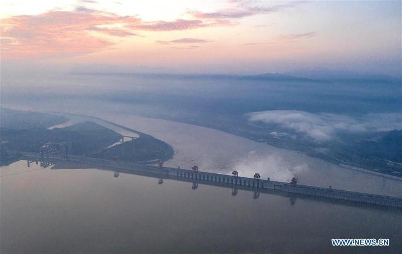 Trung Quốc công bố ảnh mới chụp đập Tam Hiệp từ trên không - ảnh 4