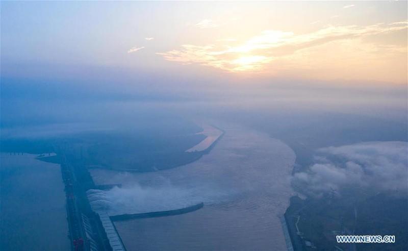 Trung Quốc công bố ảnh mới chụp đập Tam Hiệp từ trên không - ảnh 6
