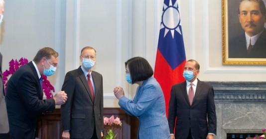 Chưa rõ khi nào Bộ trưởng Mỹ rời Đài Loan - ảnh 2