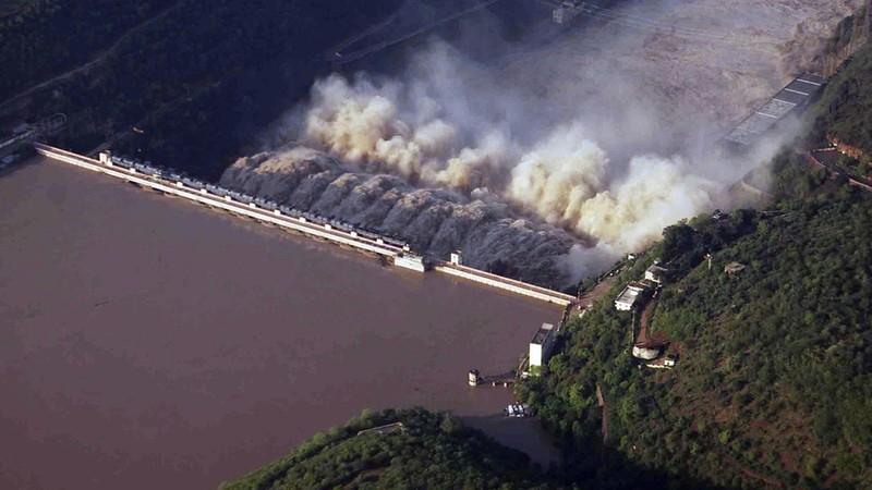 Nổ cháy đập thủy điện, 9 công nhân mắc kẹt - ảnh 1