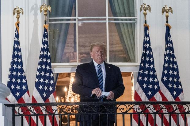 Bác sĩ: Ông Trump đừng chủ quan, 'cửa sổ nguy hiểm' vẫn còn - ảnh 2