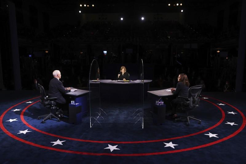 Tranh luận: Phân tích tấm kiếng ngăn ông Pence và bà Harris  - ảnh 3