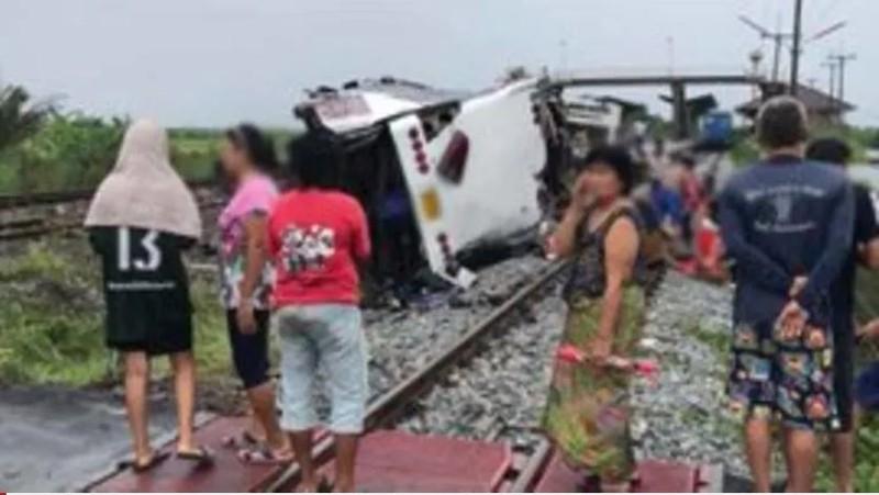 Tàu hỏa đâm xe buýt, 20 người chết, hơn 30 người bị thương - ảnh 2