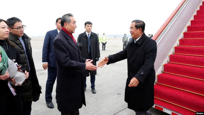 Ông Vương Nghị sang Campuchia ký thỏa thuận thương mại tự do - ảnh 2