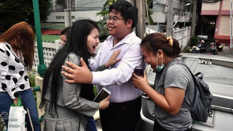 Thái Lan: Người biểu tình mang dù xuống đường như ở Hong Kong - ảnh 4
