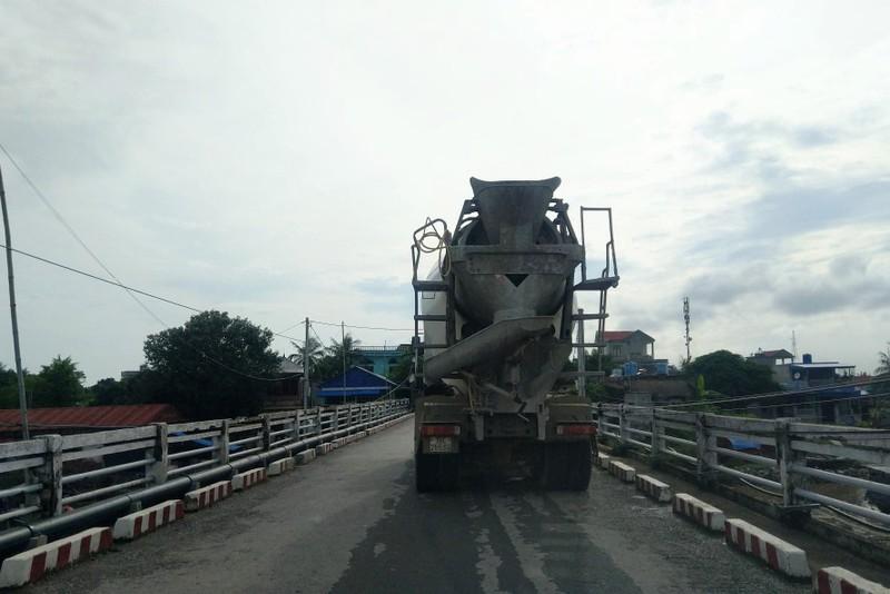 Cấp phép cho xe bê tông qua cầu hạn chế tải trọng - ảnh 2