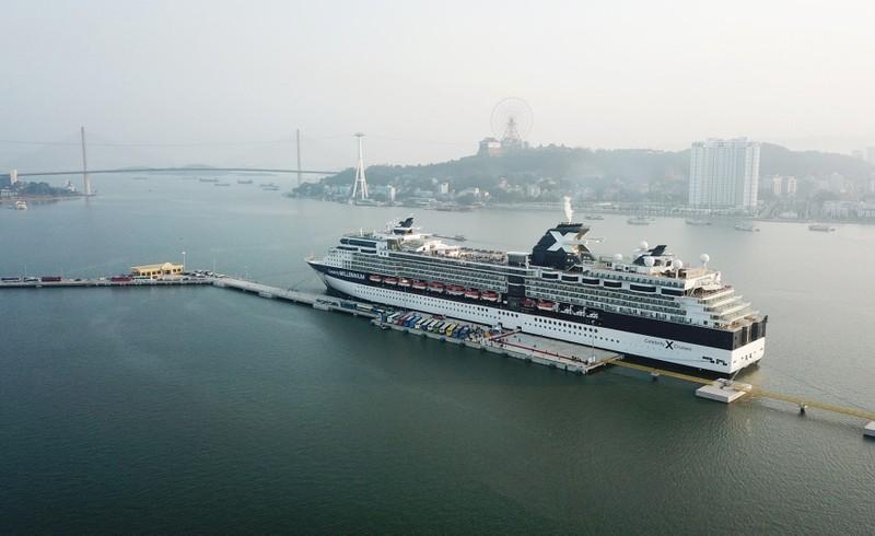 3.000 khách quốc tế đi tàu 5 sao tham quan vịnh Hạ Long - ảnh 1