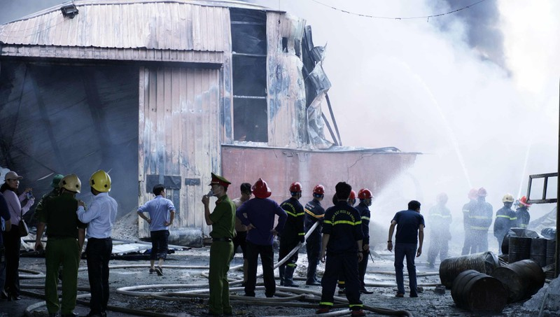 Công an, quân đội dập đám cháy lớn ở Hải Phòng - ảnh 2
