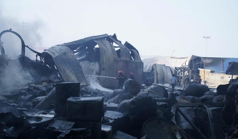 Công an, quân đội dập đám cháy lớn ở Hải Phòng - ảnh 3