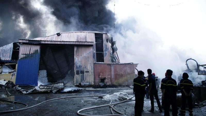 Công an, quân đội dập đám cháy lớn ở Hải Phòng - ảnh 5