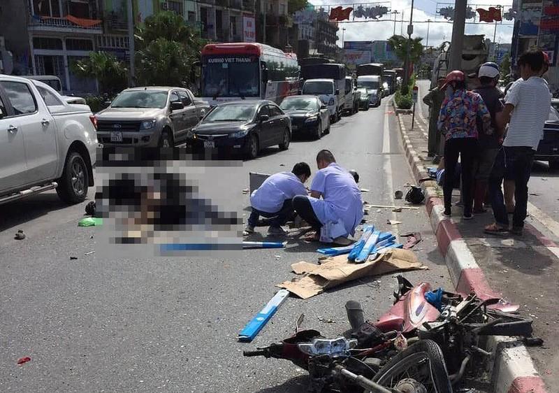 Ô tô khách tông hàng loạt xe máy, ô tô, 5 người thương vong - ảnh 1