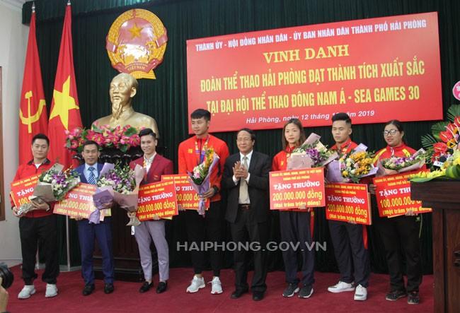 Hải Phòng trao thưởng lớn cho thủ môn Văn Toản - ảnh 1