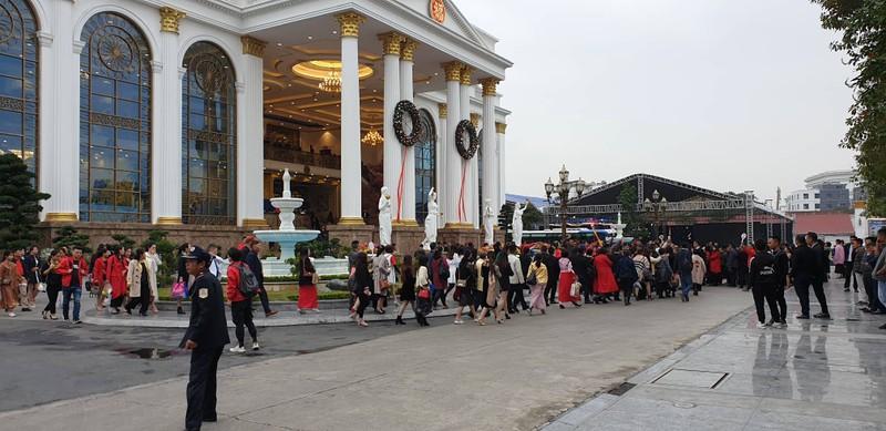 Dừng hoạt động biểu diễn cho đoàn 2.000 khách Trung Quốc - ảnh 2