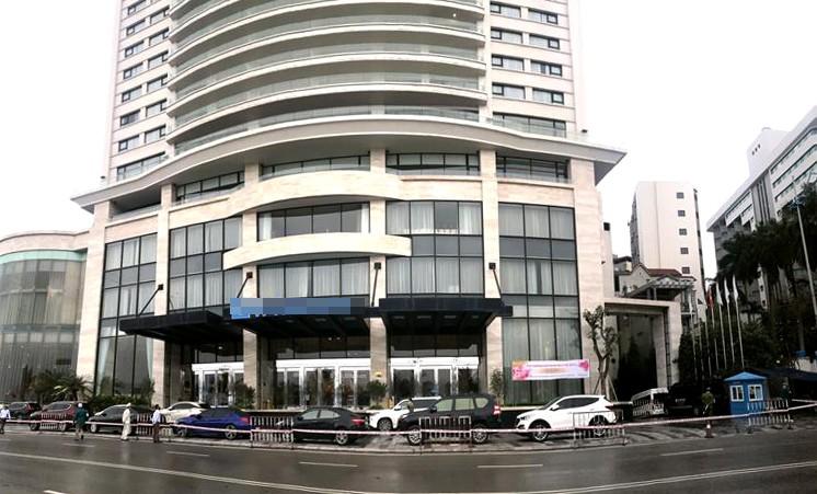 Quảng Ninh phong tỏa nhiều khách sạn, khu dân cư, tàu du lịch - ảnh 1