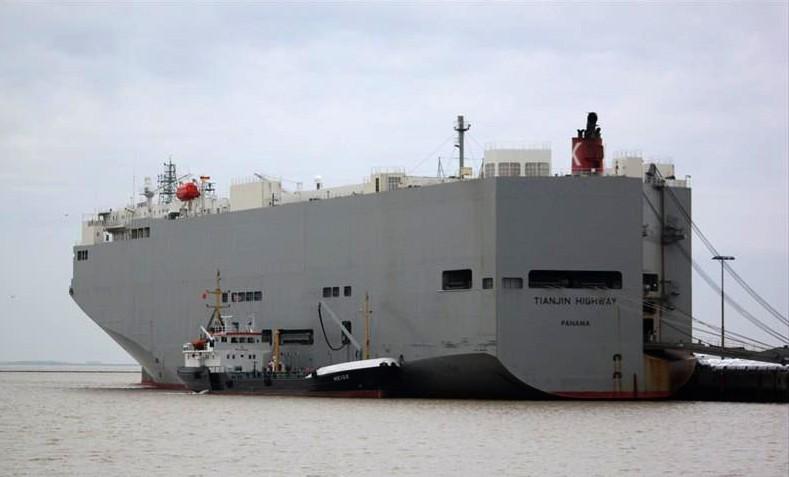 Khử trùng toàn bộ tàu biển chở ô tô có thuyền trưởng tử vong - ảnh 1