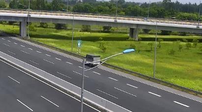 Phạt nữ tài xế lái xe tải chạy lùi trên cao tốc 17 triệu đồng - ảnh 1