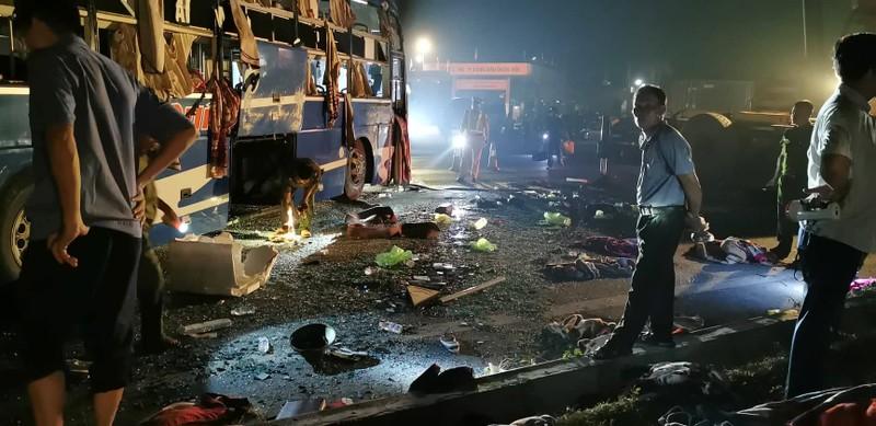 Ô tô giường nằm va chạm xe bồn, nhiều người bị thương - ảnh 2