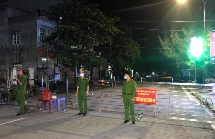 Phong tỏa thêm nhiều khu dân cư liên quan bệnh nhân 950 - ảnh 1