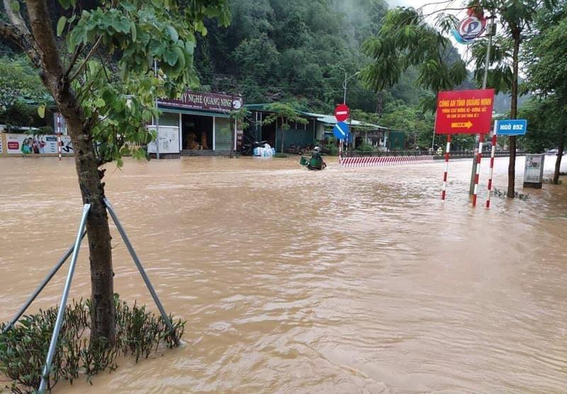 Mưa lớn gây ngập cục bộ nhiều nơi ở Quảng Ninh  - ảnh 2