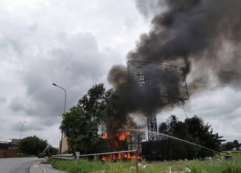 Cháy lớn tại khu kho bãi xăng dầu ở Hải Phòng - ảnh 4