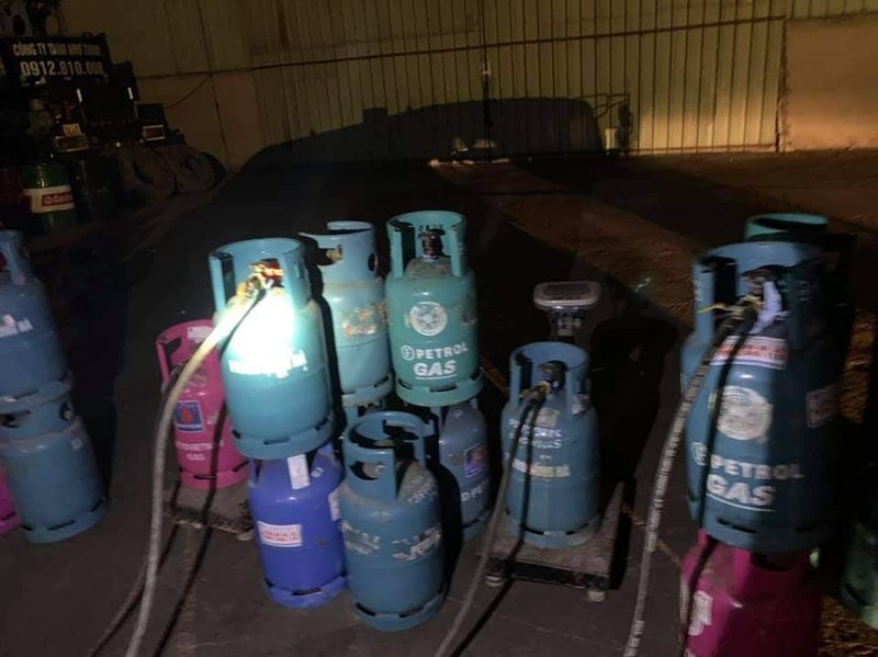 Bắt quả tang vụ sang chiết gas trái phép ở Hải Phòng - ảnh 1