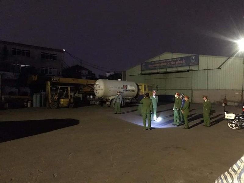 Bắt quả tang vụ sang chiết gas trái phép ở Hải Phòng - ảnh 2
