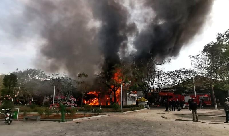 Hải Phòng: Cơ sở karaoke bị cháy rụi - ảnh 1