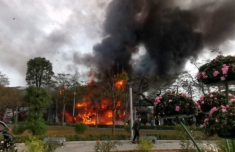 Hải Phòng: Cơ sở karaoke bị cháy rụi - ảnh 2