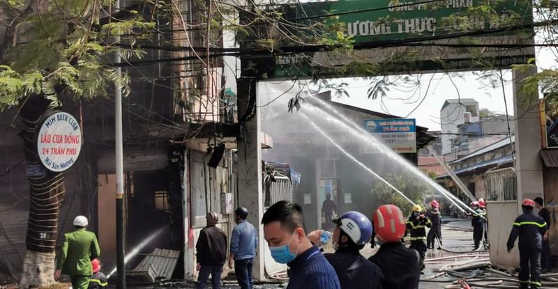 Hải Phòng: Cơ sở karaoke bị cháy rụi - ảnh 3
