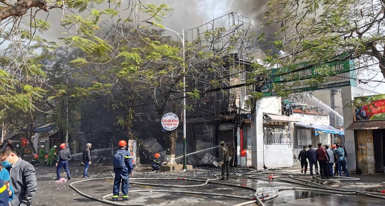 Hải Phòng: Cơ sở karaoke bị cháy rụi - ảnh 4
