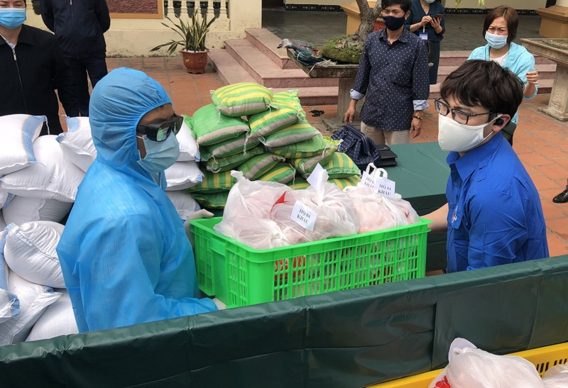 Hải Phòng tiếp tế lương thực, thực phẩm cho dân khu phong tỏa - ảnh 4