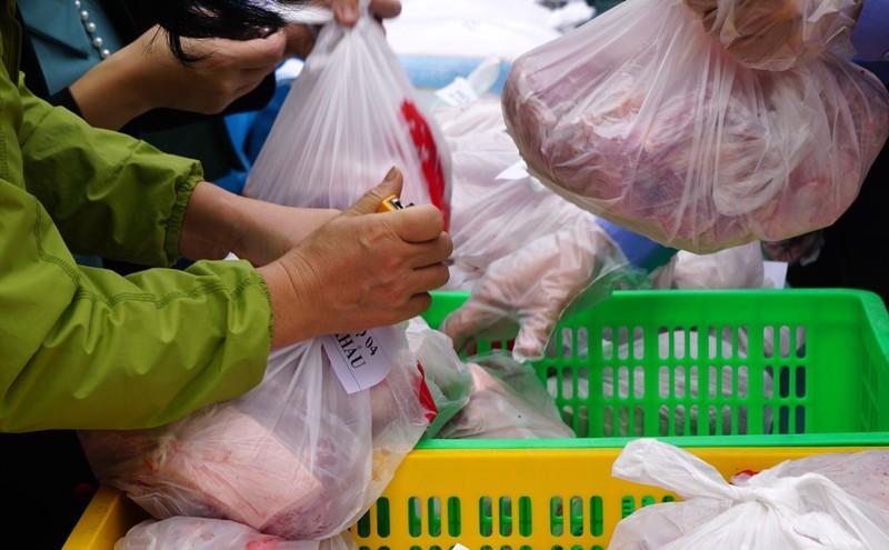 Hải Phòng tiếp tế lương thực, thực phẩm cho dân khu phong tỏa - ảnh 8