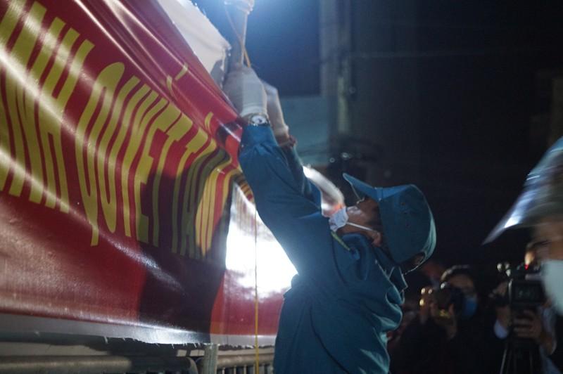 Tâm dịch Chí Linh được gỡ bỏ phong tỏa trong đêm - ảnh 2