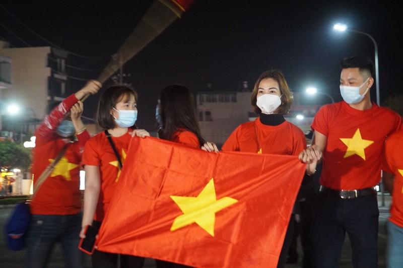 Tâm dịch Chí Linh được gỡ bỏ phong tỏa trong đêm - ảnh 5