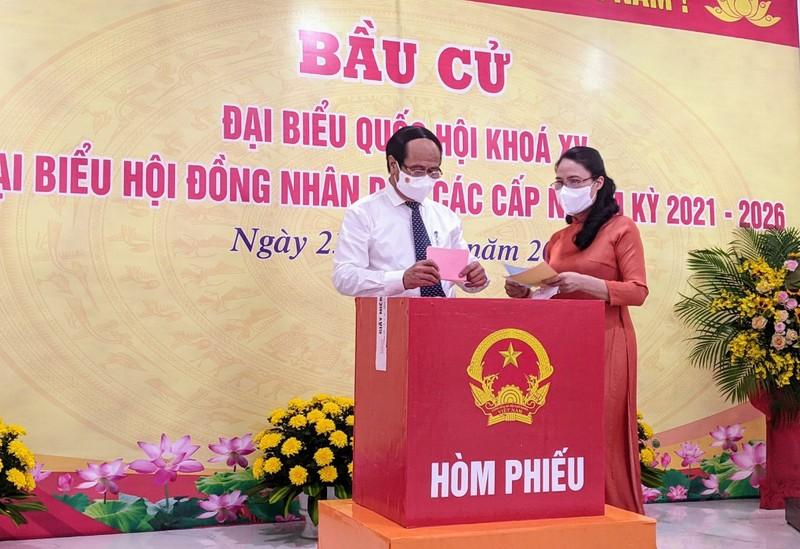 Chủ tịch Quốc hội Vương Đình Huệ bỏ phiếu bầu cử tại Hải Phòng - ảnh 3