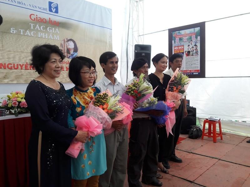 Nhà văn trẻ Kim Hòa: Hoa xương rồng vững chắc giữa sa mạc - ảnh 1